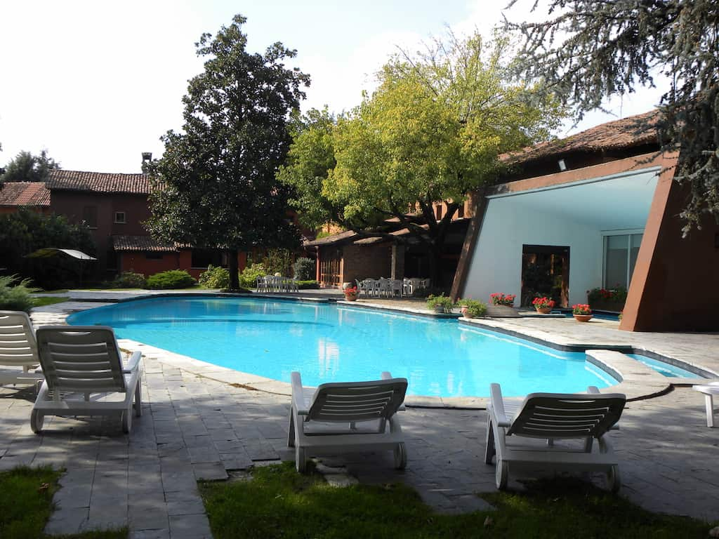 La piscina for Sdraio bordo piscina